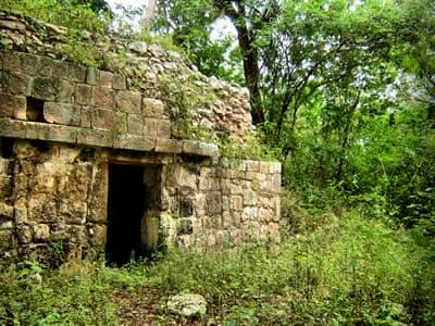 Ruinas Mayas de Chacmultun en Tekax